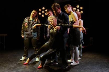 Teatr-21-Rewolucja-ktorej-nie-bylo-fot-Grzegorz-Press-1